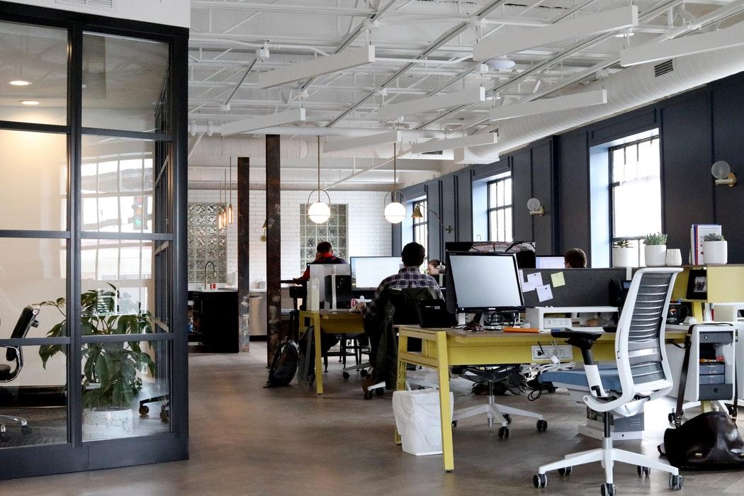 Augmenter la rentabilité en entreprise : la cloison de bureau et la fin de l'open space